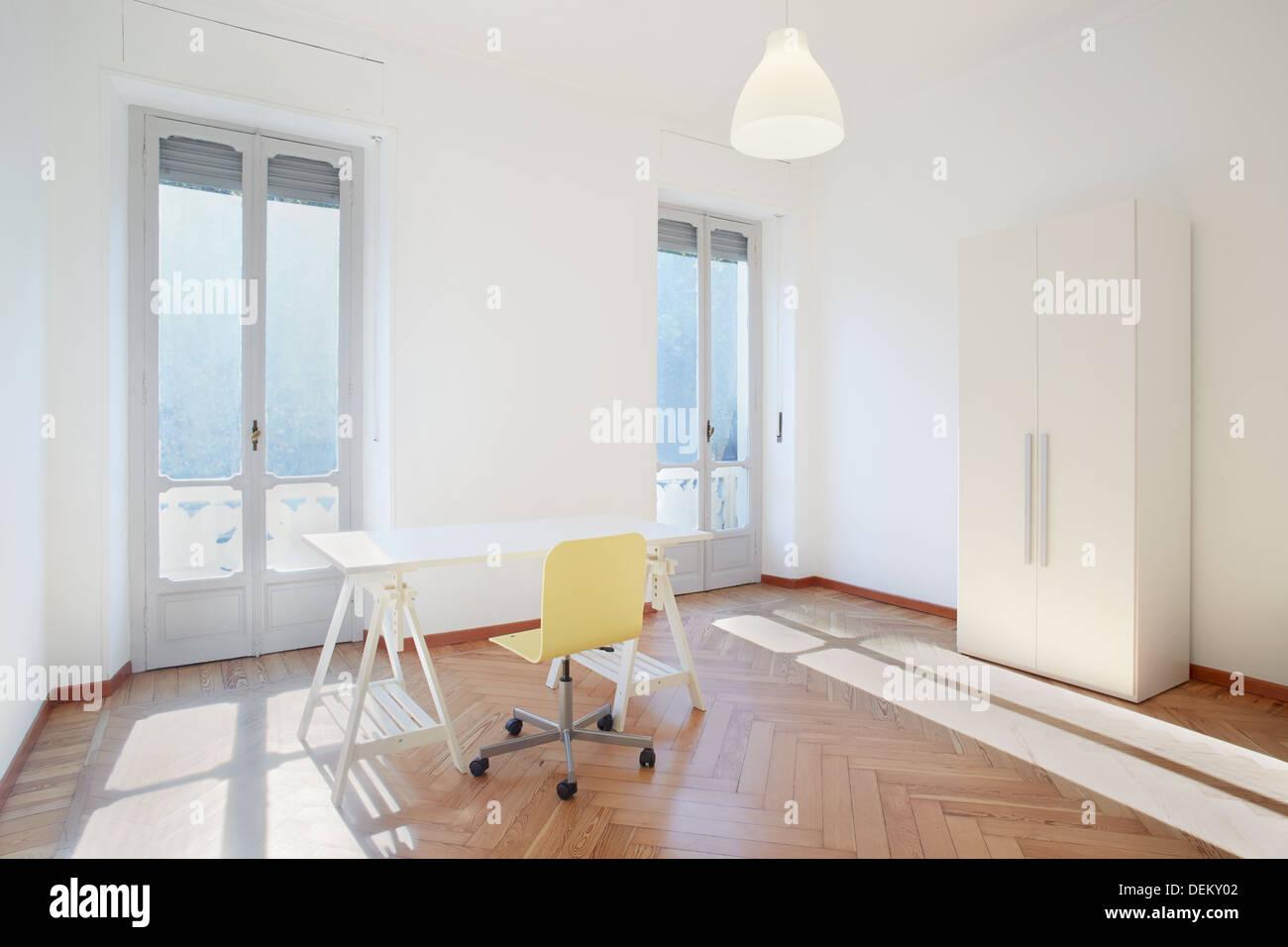 Sonniges Zimmer Studio Mit Schreibtisch Und Stuhl In Neue Wohnung