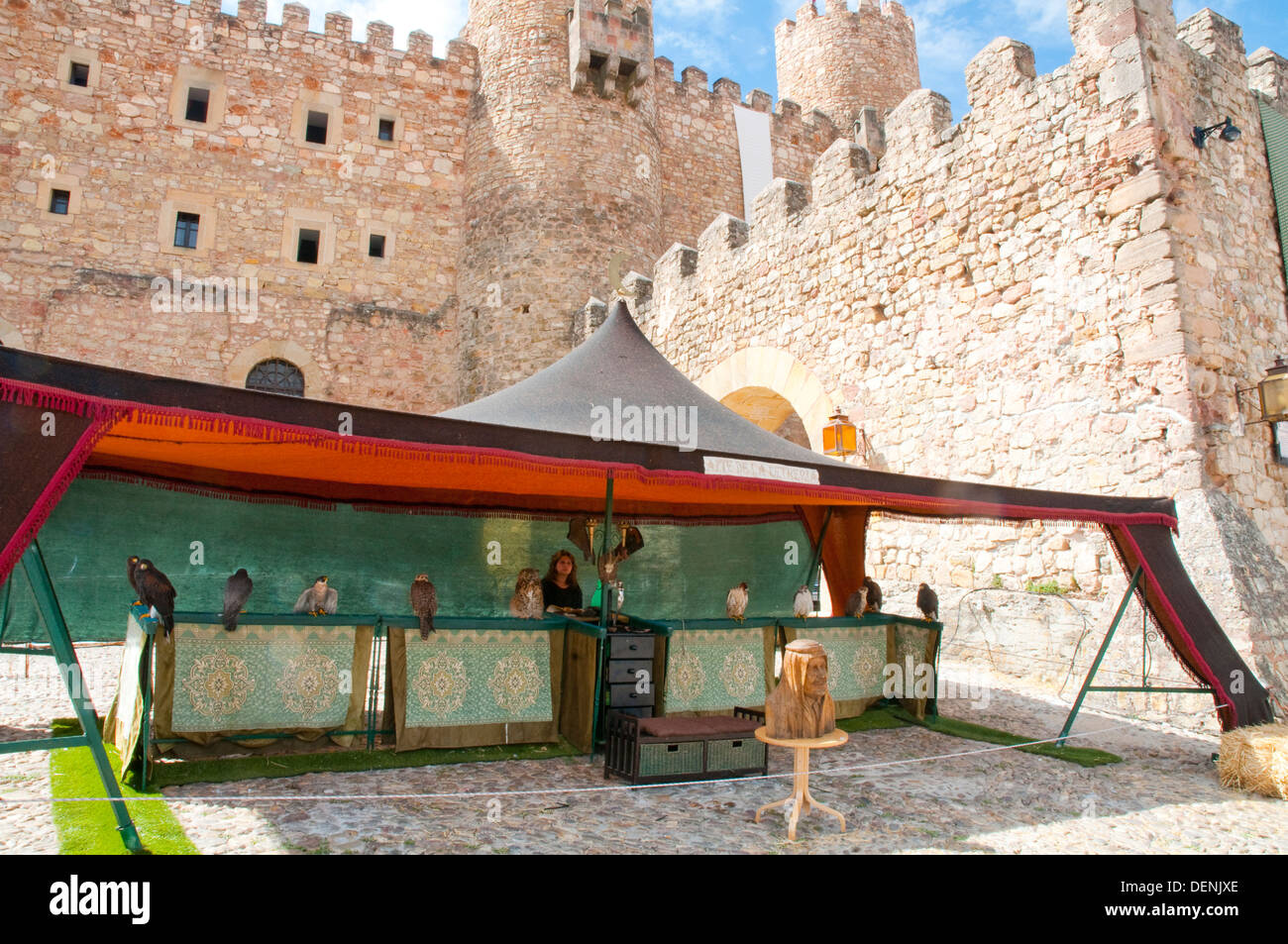Falknerei-Stall in der Nähe der Burg. Mittelalterlichen Tagen Sigüenza, Guadalajara Provinz Kastilien-La Mancha, Spanien. Stockbild