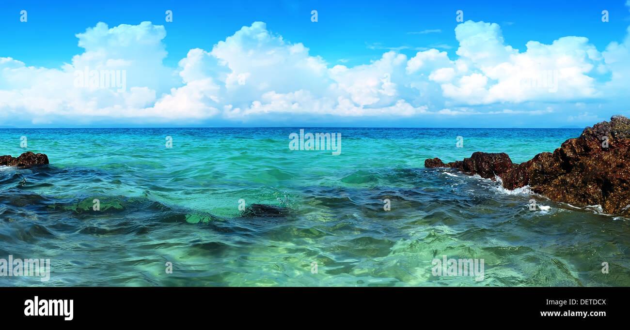 Blick auf die Küste und Wolkengebilde Stockbild