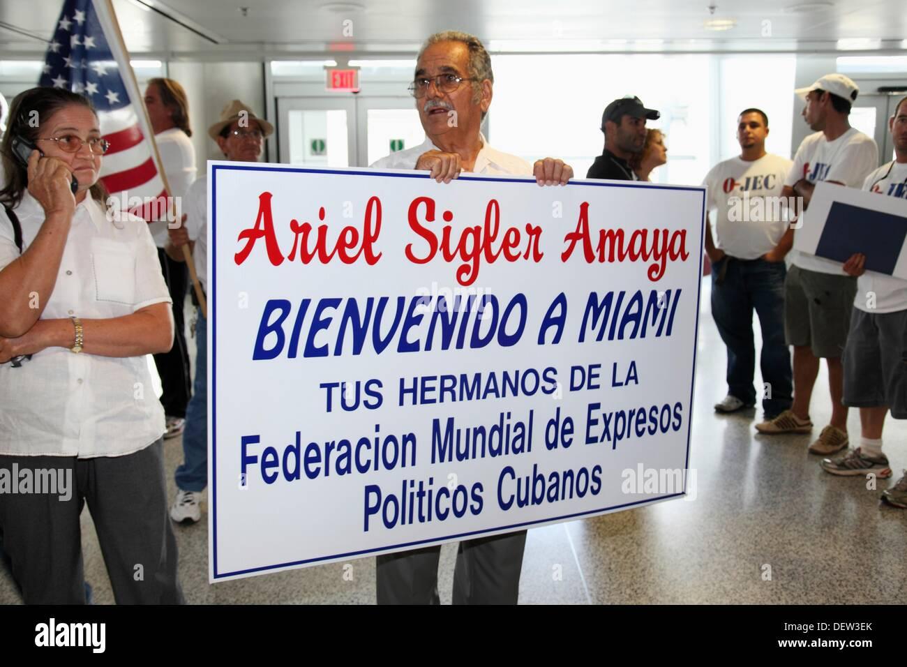 Ankunft der dissident Ariel Sigler Amaya nach Miami für körperliche Erholung nachdem er verbrachte viel Zeit in den Gefängnissen von Kuba, Stockbild