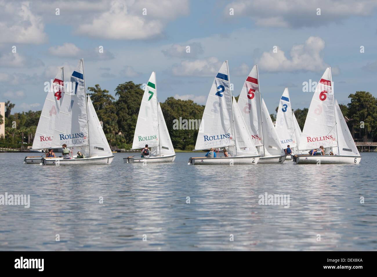 Segelboote für Rennen vorbereiten Stockbild