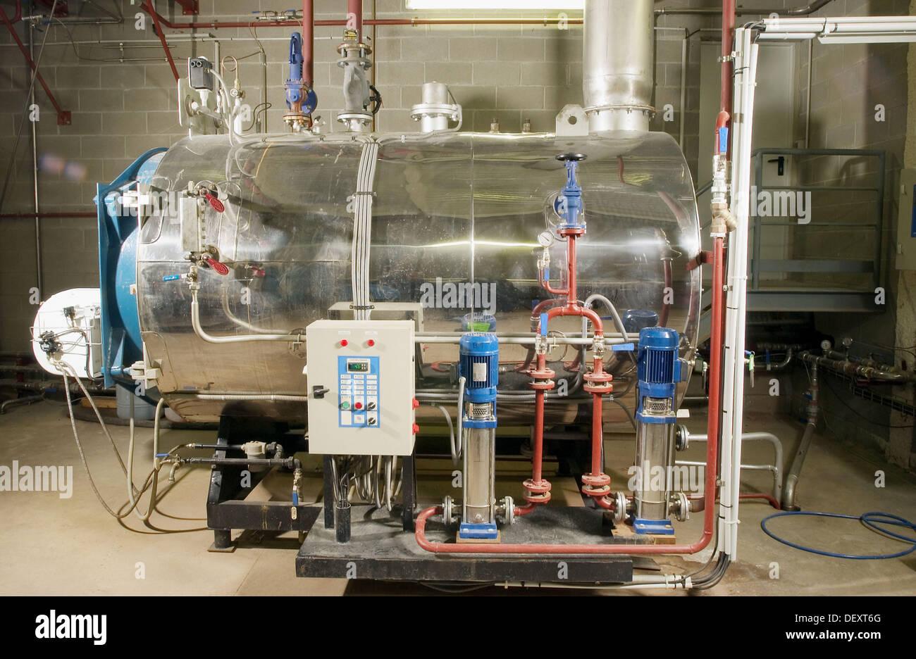 Kessel arbeitet und eine Klimaanlage Industrie: Dampferzeuger ...