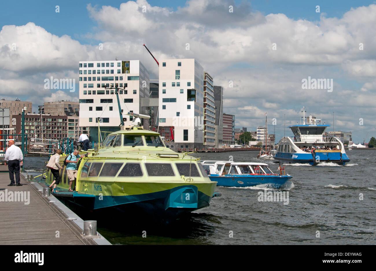 Hydrofoil Fast Flying Ferry Wasseranschluss auf dem Nordseekanal von IJmuiden und Amsterdam Central Station Stockbild