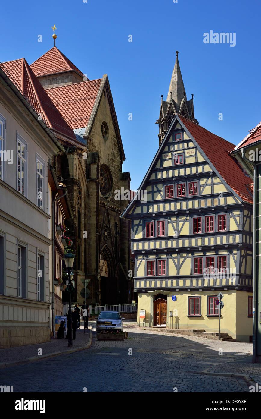 historischen Papierfabrik mit Liebe Kirche Notre-Dame, Thüringen, Arnstadt, Historische Papiermuehle Bei der Liebfrauenkirche, Stockbild