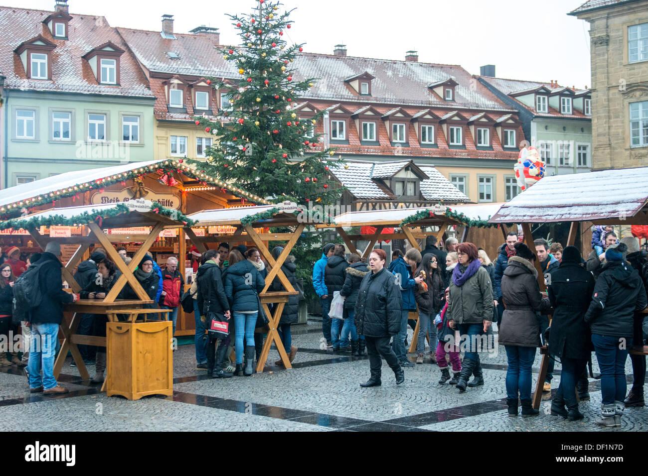 Bamberg Weihnachtsmarkt.Menschen Am Weihnachtsmarkt Bamberg Deutschland Stockfoto Bild