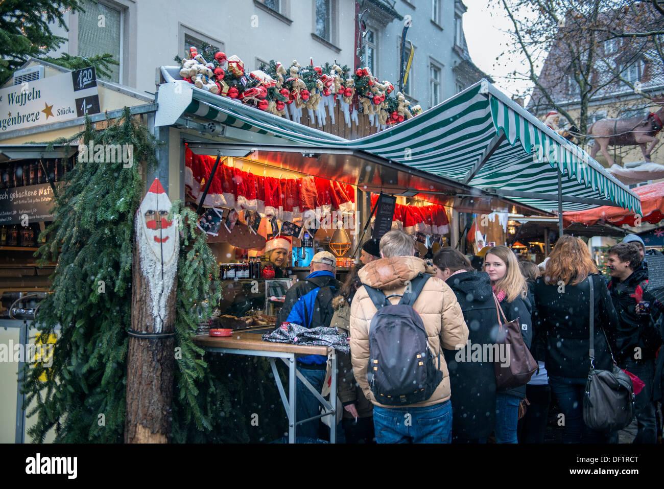 Weihnachtsmarkt Bamberg.Menschen Beim Einkaufen Auf Weihnachtsmarkt Bamberg Deutschland