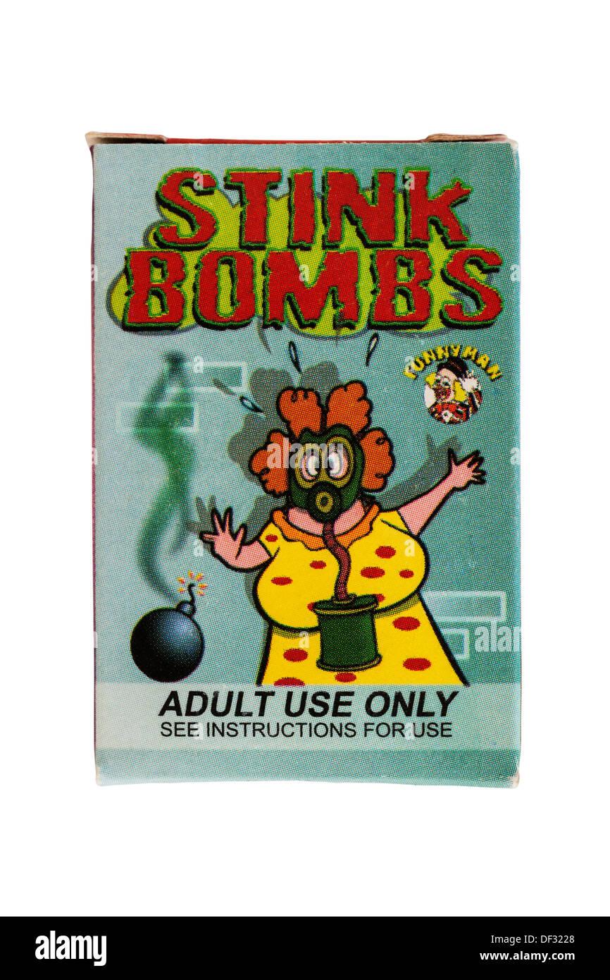 Eine Schachtel mit Stinkbomben auf weißem Hintergrund Stockbild