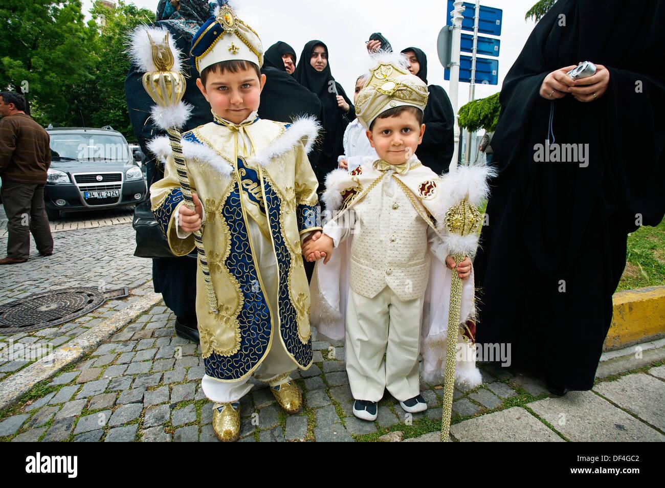 Kinder. Moschee Sultan Ahmet. Blaue Moschee. Istanbul. Turkei ...