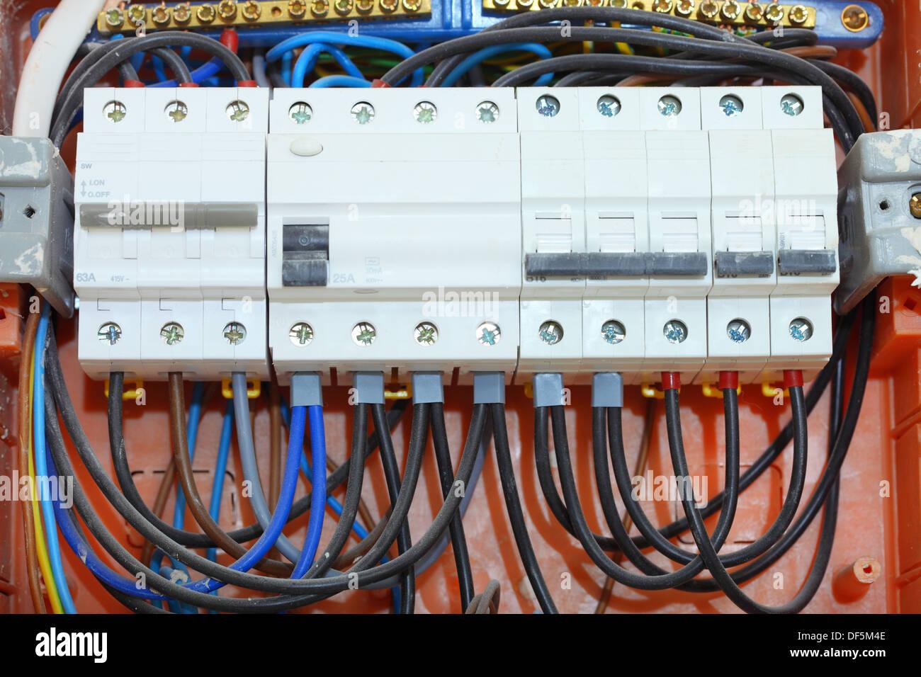 Elektro-Installation. Elektrische Schalttafel Strom-Verteilerkasten ...