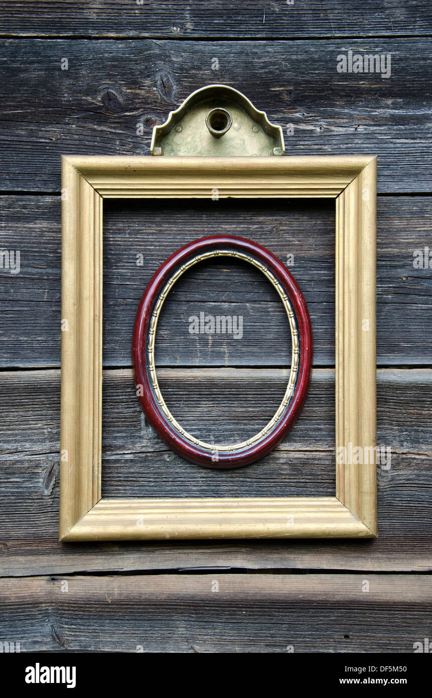 Ancient Empty Oval Picture Frame Stockfotos & Ancient Empty Oval ...