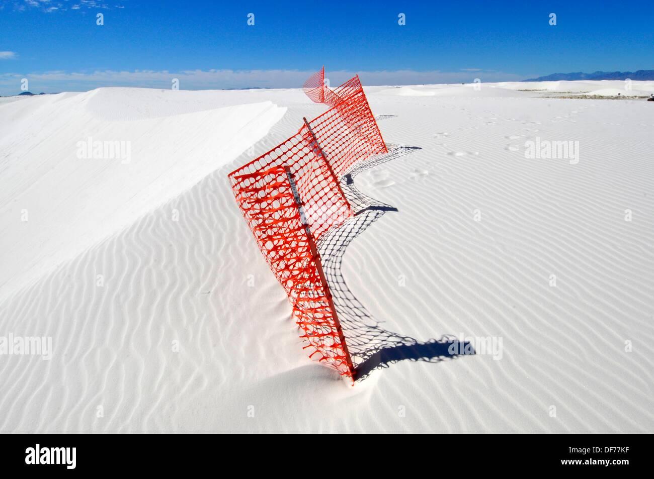 Orange Zaun verhindert Erosion an White Sands National Monument New Mexico Stockbild