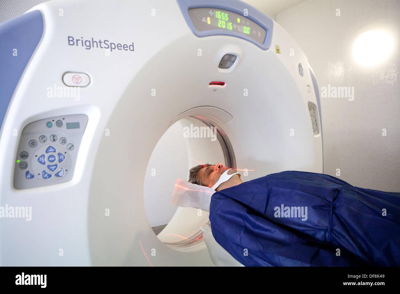 Groß Ct Bilder Des Gehirns Mit Anatomie Fotos - Menschliche Anatomie ...