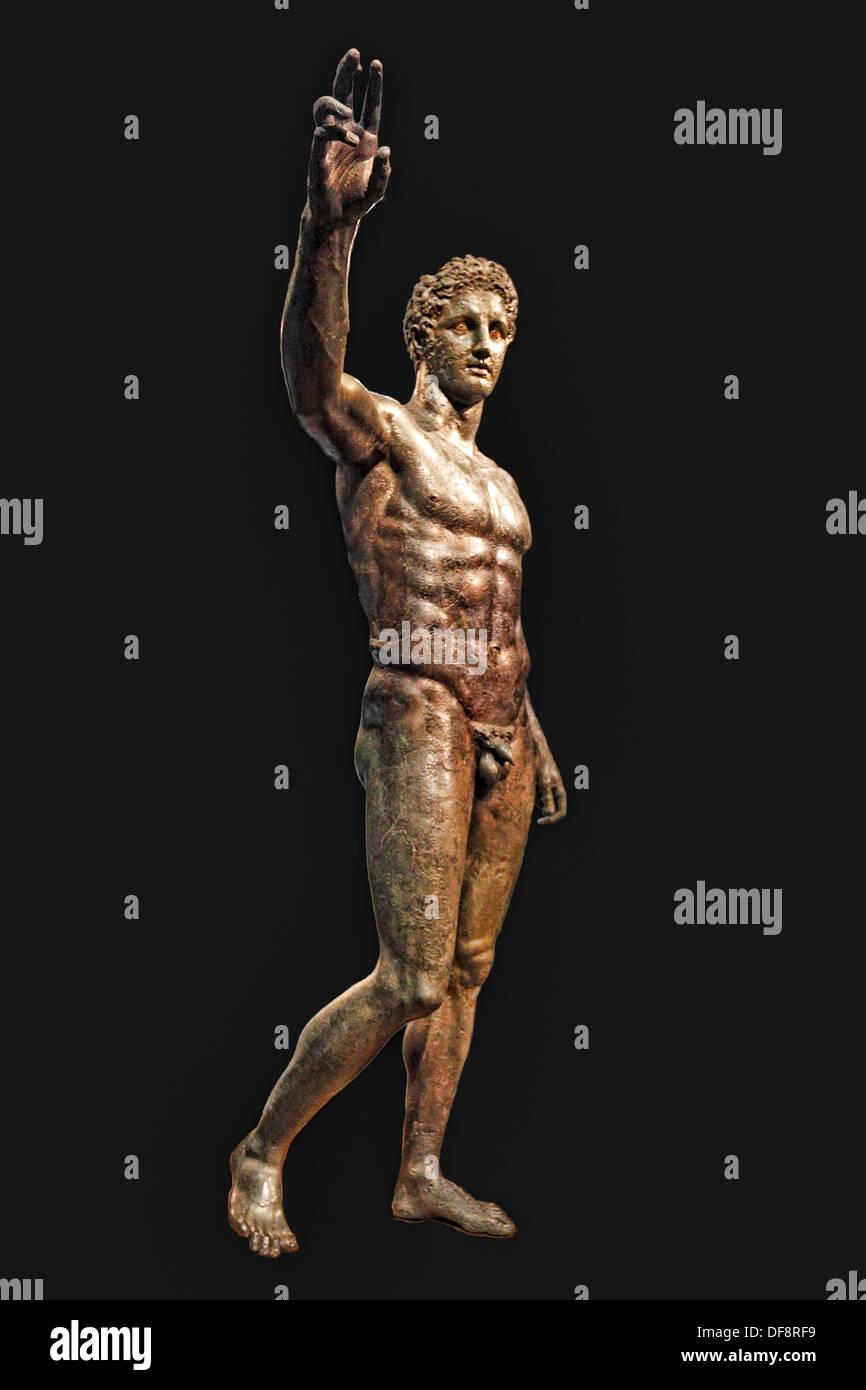 """Bronzestatue von Perseus oder Paris, bekannt als """"The Antikythera Jugend"""" (340-330 v. Chr.) im National Museum, Griechenland Stockbild"""