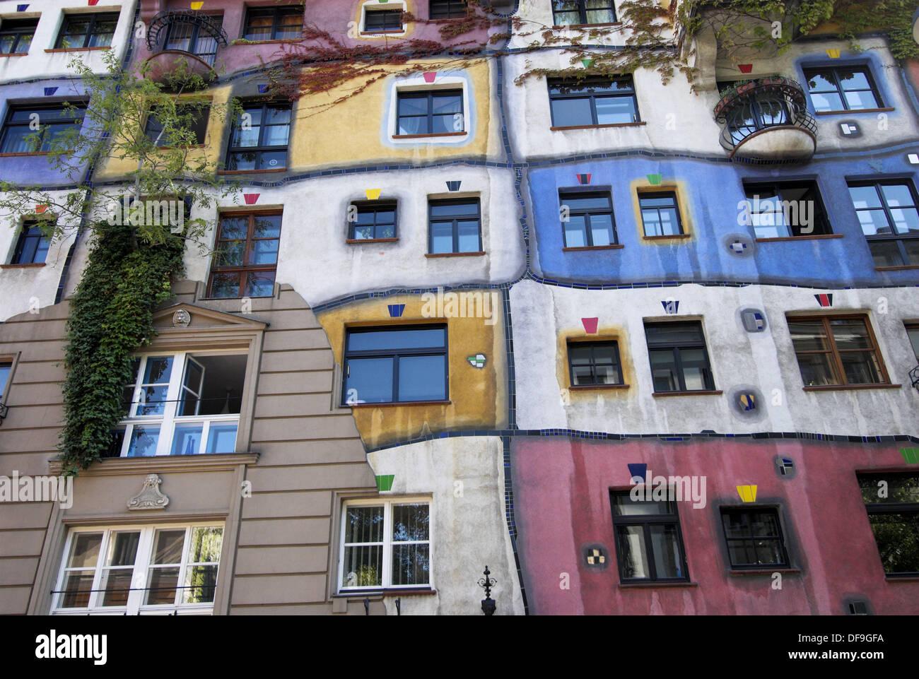 Hundertwasser House Künstlerische Architektur Verschiedene Fenster