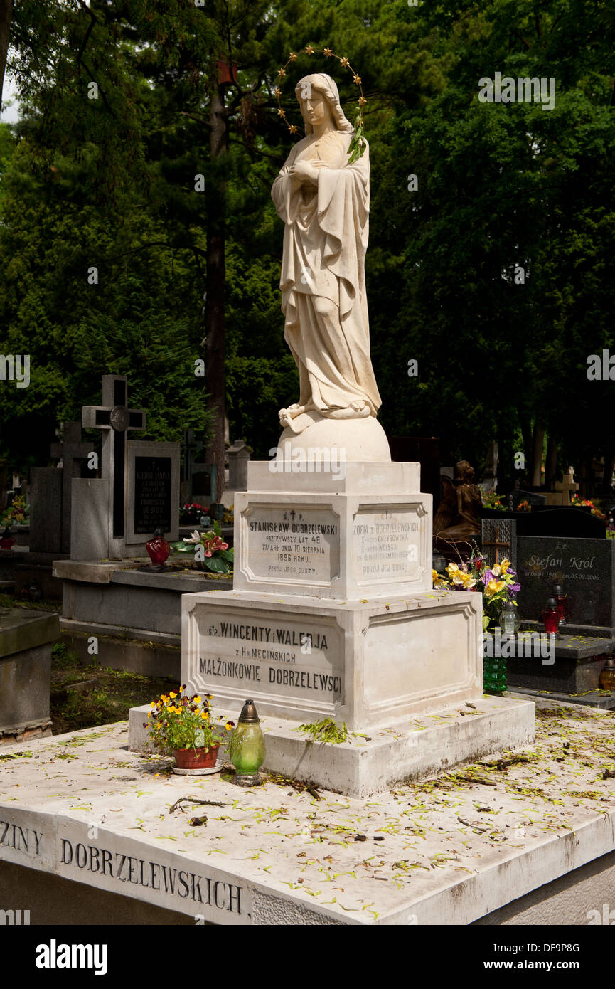 Grab mit der Muttergottes in Aureole beten Stockbild