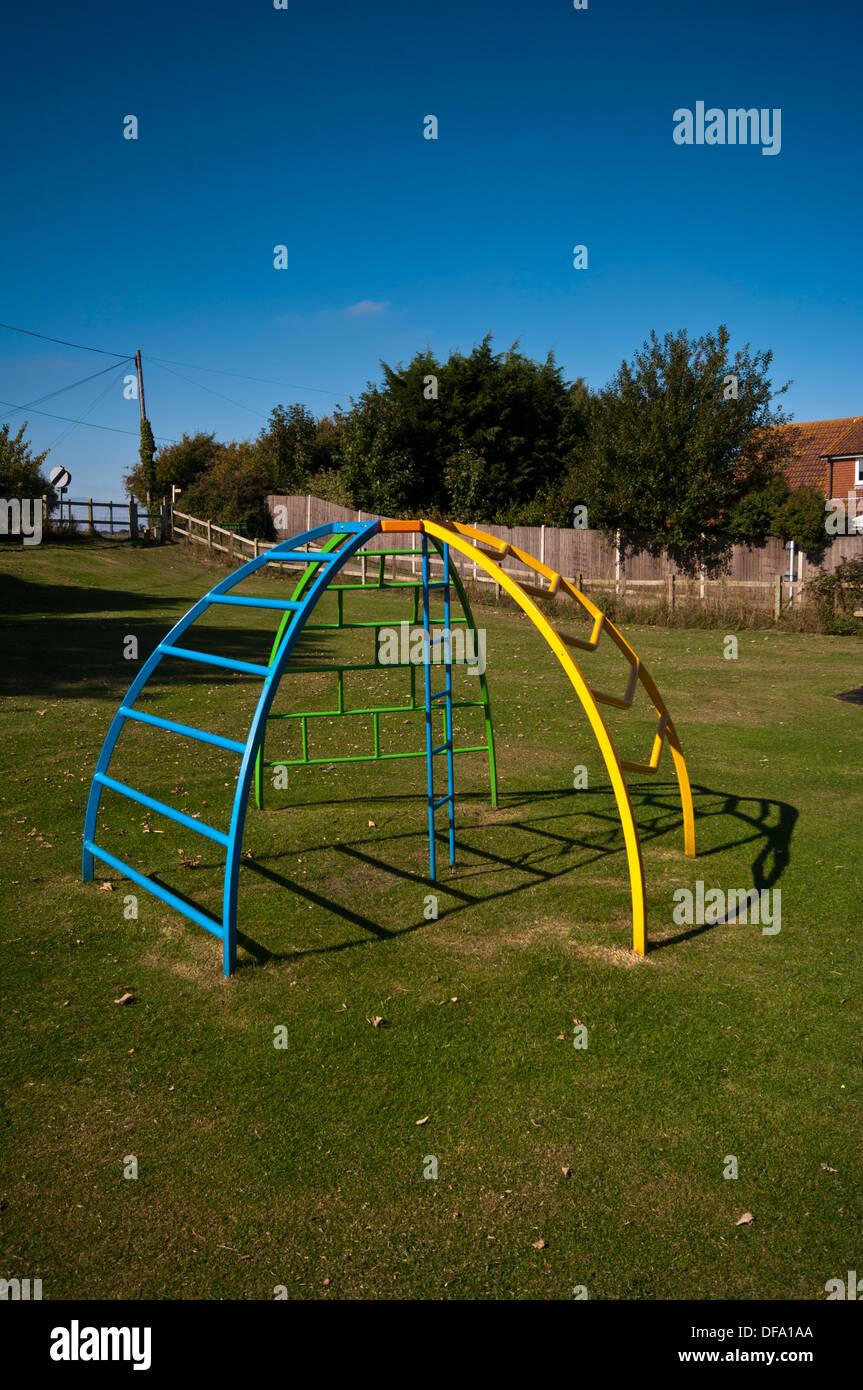 Kinderspielplatz Metall Klettergerüst Stockfoto, Bild: 61071538 - Alamy