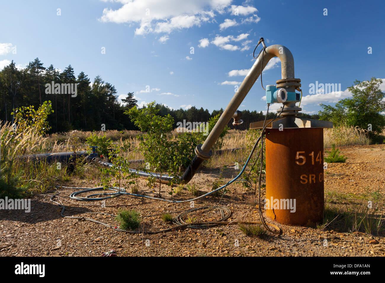 Tagebau-gesunde Verkleidung Wasserpumpe - Tageslicht Mine Welzow Süd, Brandenburg, Deutschland, Europa Stockbild
