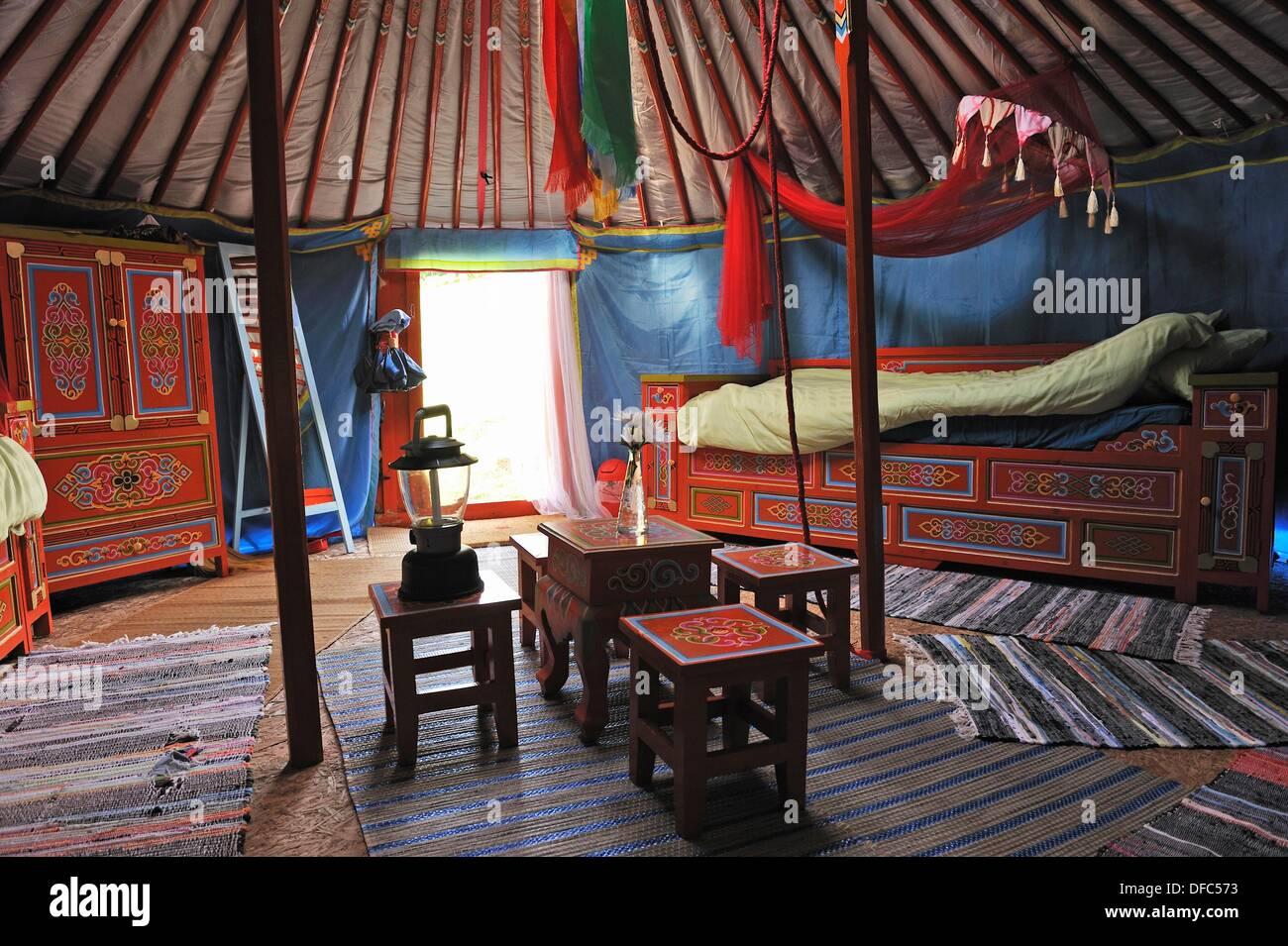 Jurte, Parc du Silence, ein einzigartiger Ort für Ausbildung und Retreat, Livradois Forez regionaler Naturpark, Puy de Dome Stockbild