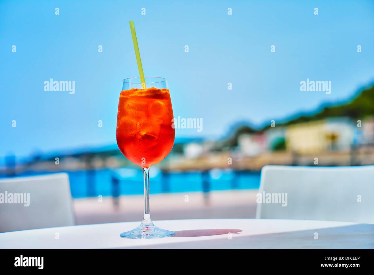 italien glas aperol spritz drink an stra encaf in der. Black Bedroom Furniture Sets. Home Design Ideas