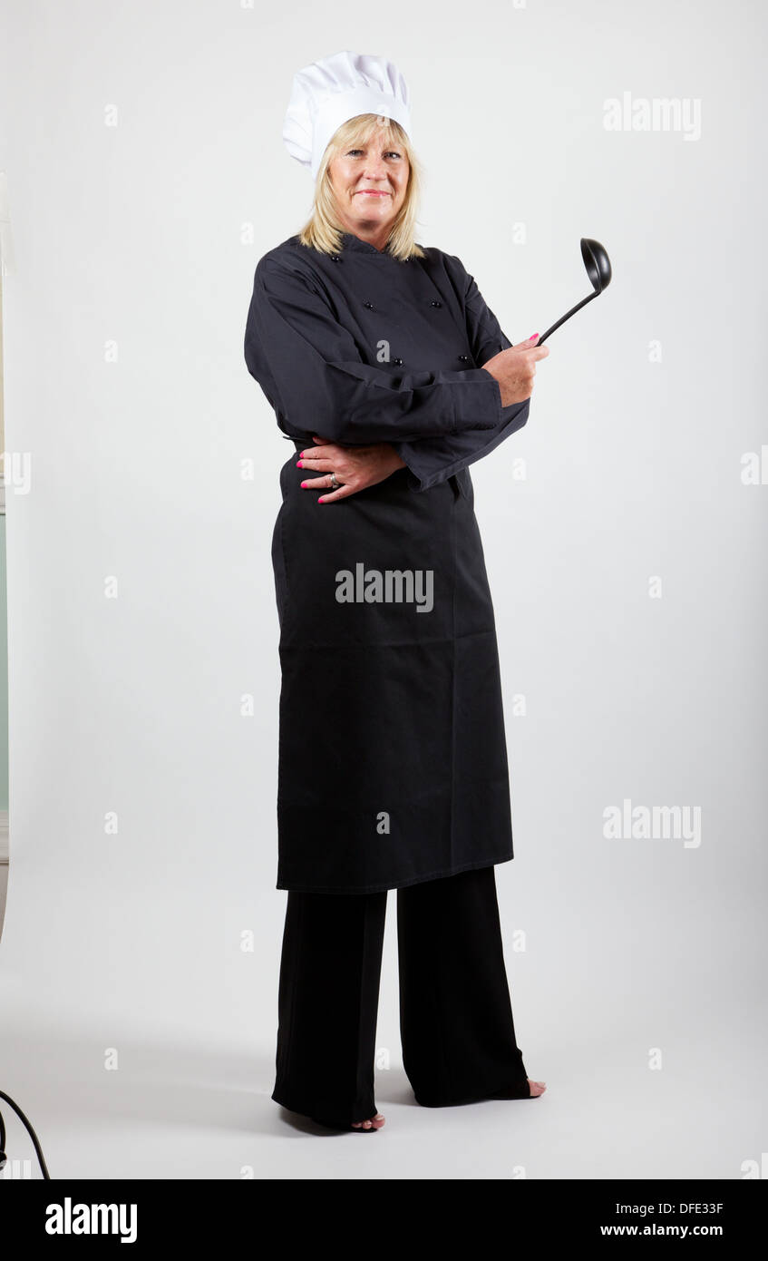 Köchin vor weißem Hintergrund Stockbild