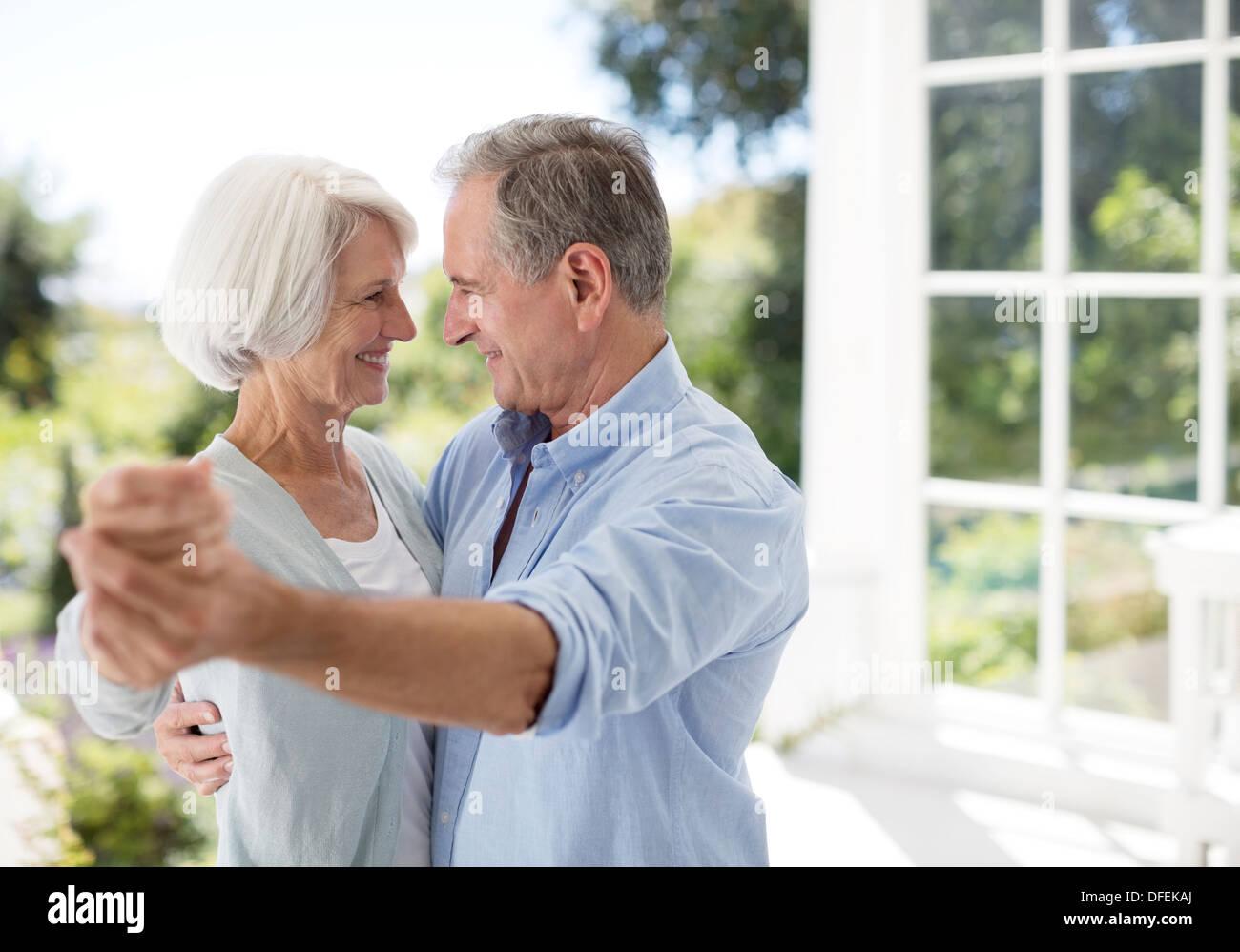 Rückkehr als älterer erwachsener zu datieren
