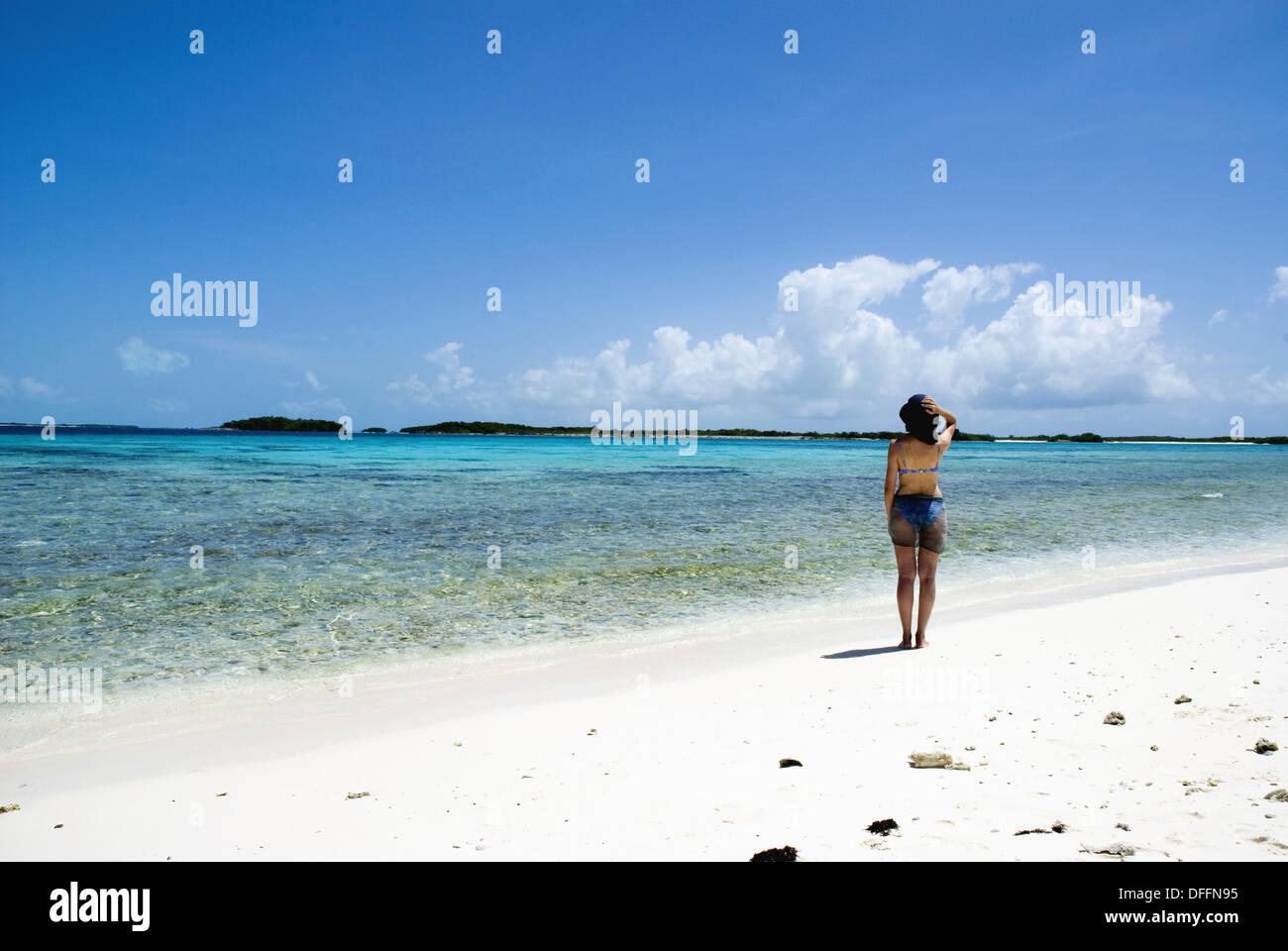 Venezuela Los Roques Crasqui Insel Frau Am Strand Stockfoto Bild
