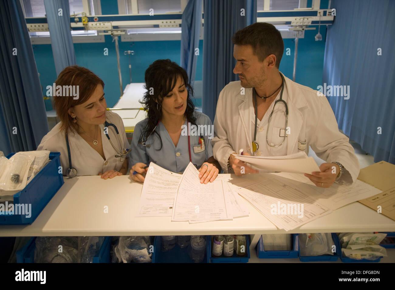 Reception Desk Emergency Room Hospital Stockfotos & Reception Desk ...