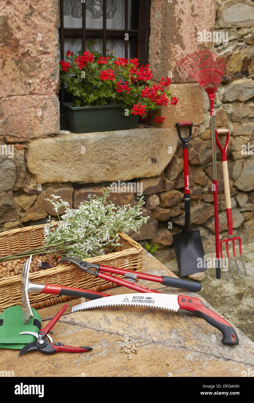 farming tools stockfotos farming tools bilder alamy. Black Bedroom Furniture Sets. Home Design Ideas