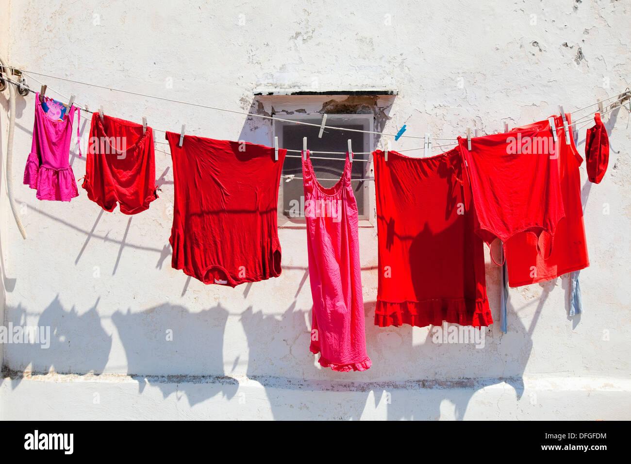 italien, procida - rote kleidung online trocknen in der