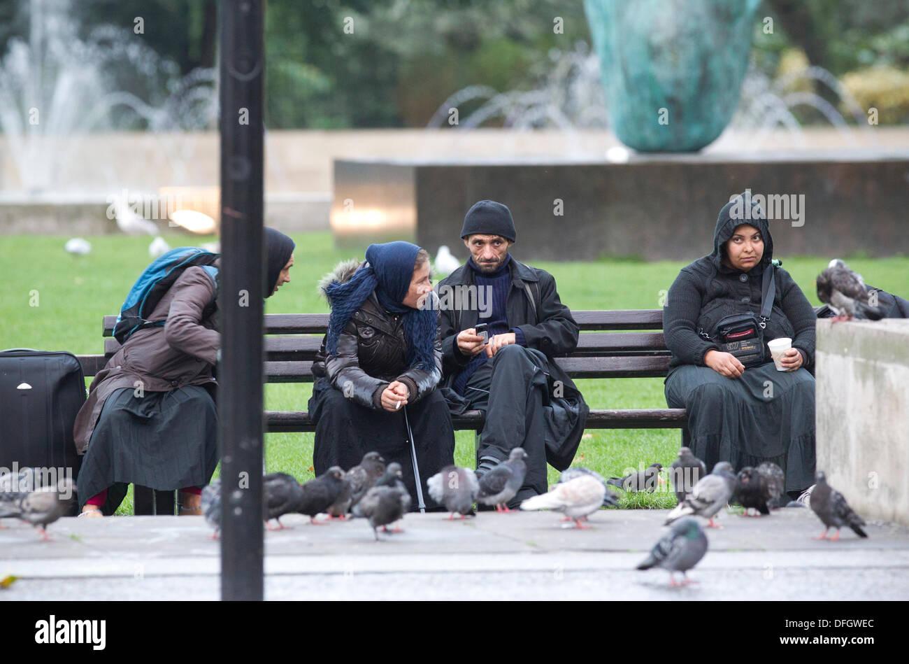 Roma-Einwanderer auf der Park Lane, London, UK 4. Oktober 2013. Bild ...