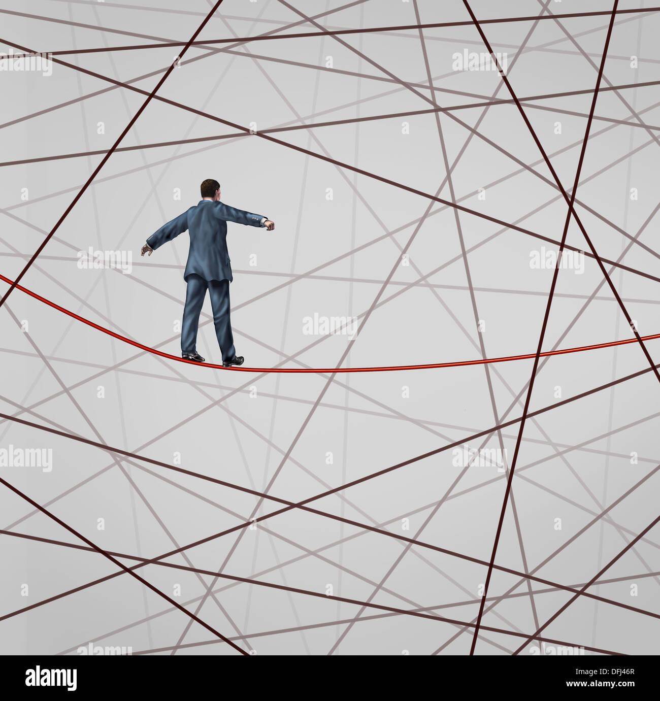 Fokus auf Strategie mit einem Geschäftsmann als Hochseil Seil Walker Konfrontation mit Widrigkeiten mit einem Netz Stockfoto