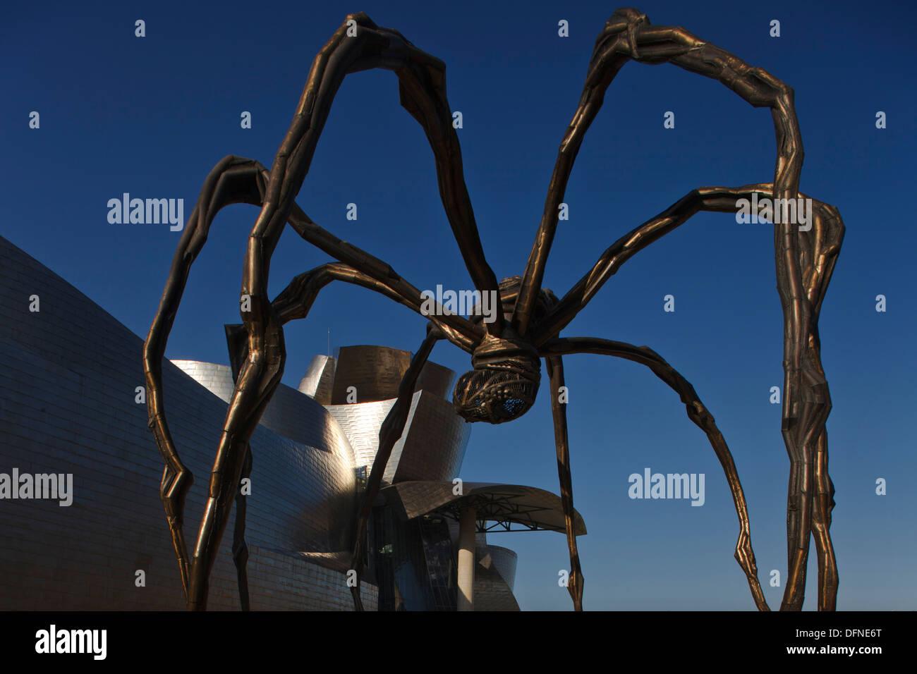 Skulptur von Mama Spinne vor dem Guggenheim-Museum für moderne und zeitgenössische Kunst, Bilbao, Provinz Biskaia baskischen Land Stockfoto