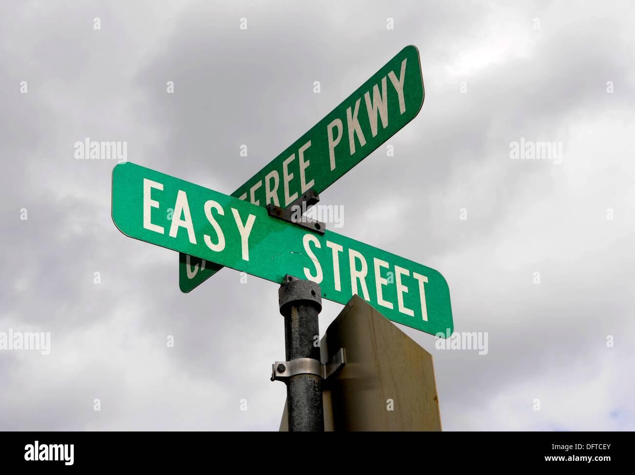 Einfache Straße Zeichen Hervorhebung Konzept von easy Stockbild