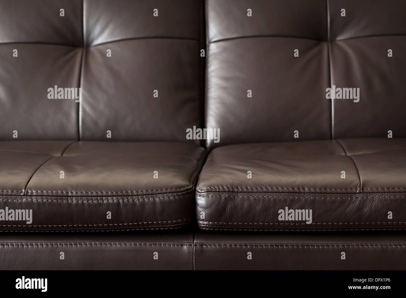 Nahaufnahme des luxuriösen teuer Braune Ledercouch Stockbild