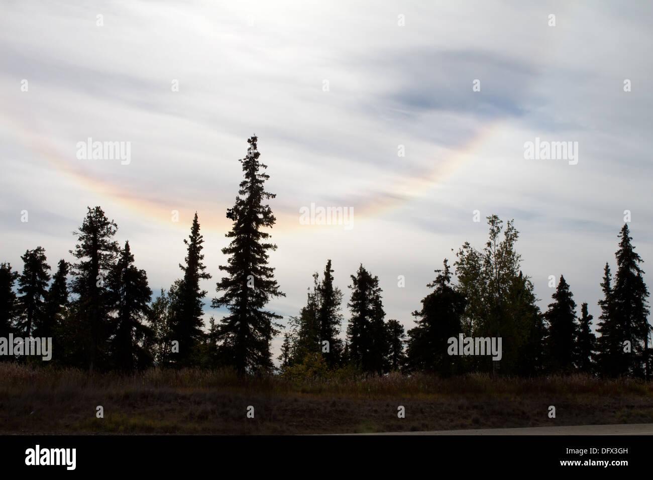 Upside-down Regenbogen oder Circumzenithal Bogen, eine seltene optische Erscheinung in Alaska Stockbild