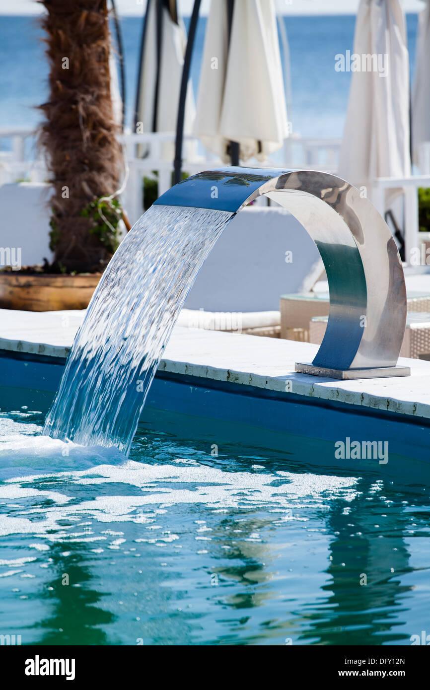 swimming pool wasserfall jet k ste closeup stockfoto bild 61444509 alamy. Black Bedroom Furniture Sets. Home Design Ideas