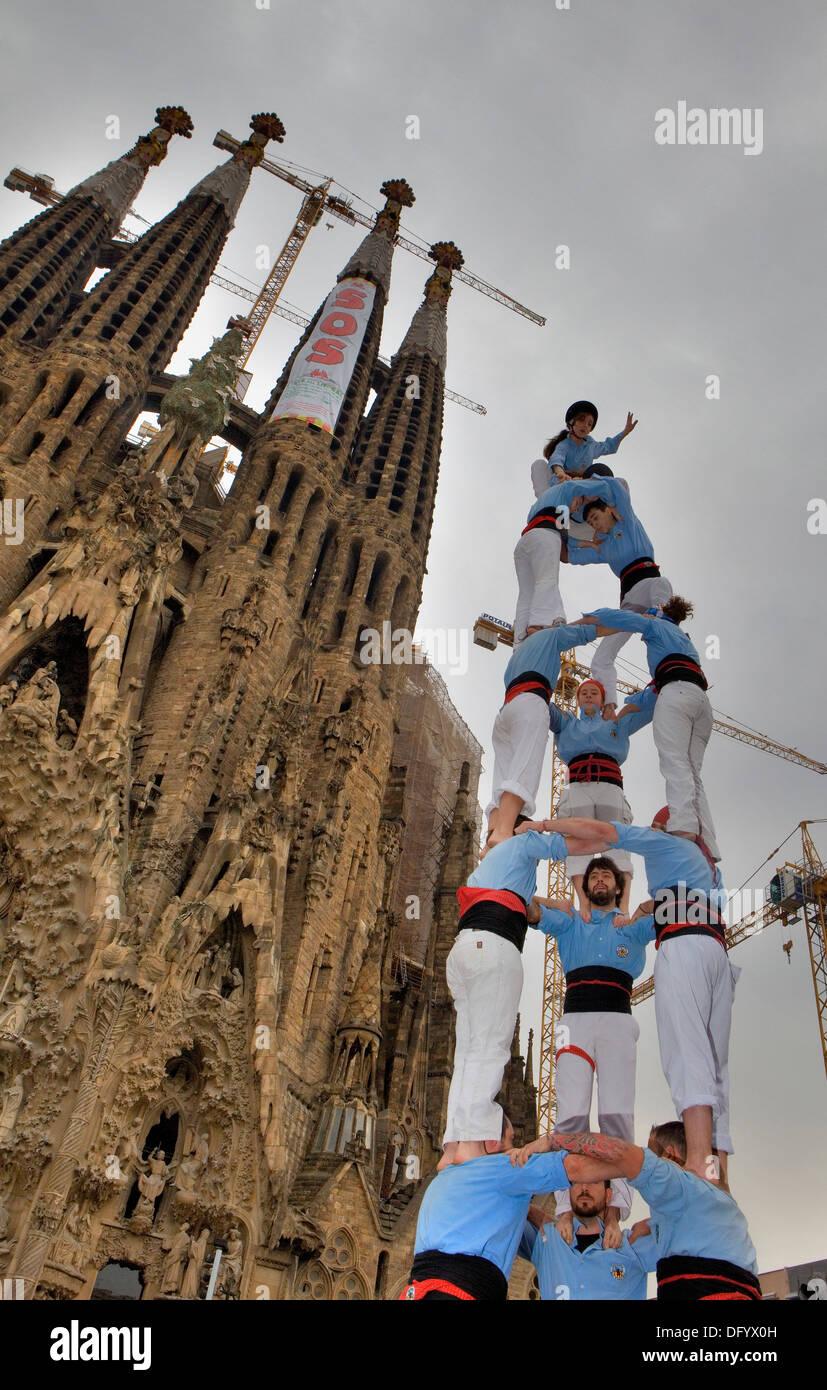 """Die Castellers de Poble Sek. """"Castellers"""" menschliche Turm, eine katalanische Tradition zu bauen. Barcelona, Spanien Stockfoto"""