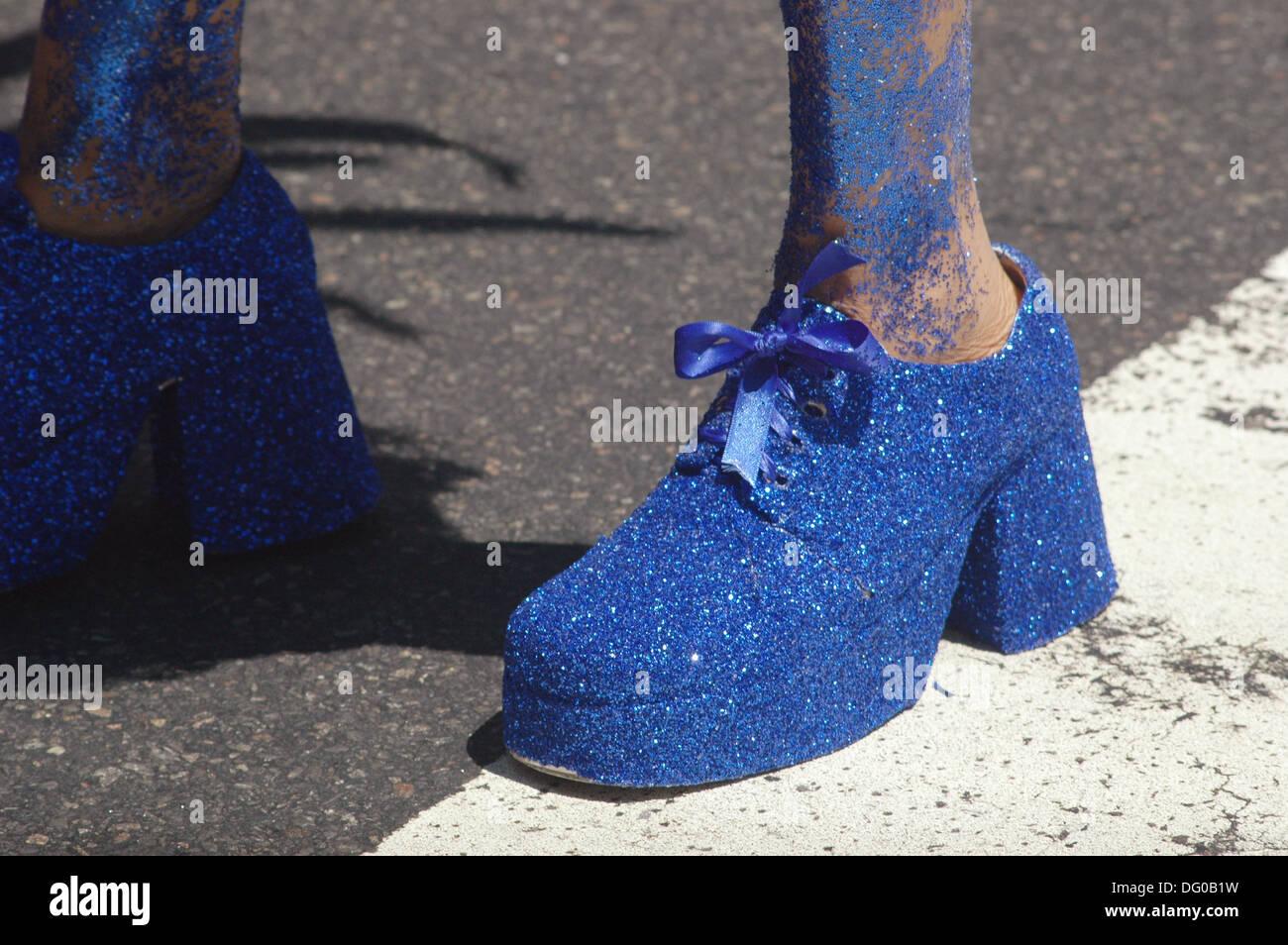 Lustige Schuhe Entlang Der 5th Avenue Stockfotos Lustige Schuhe