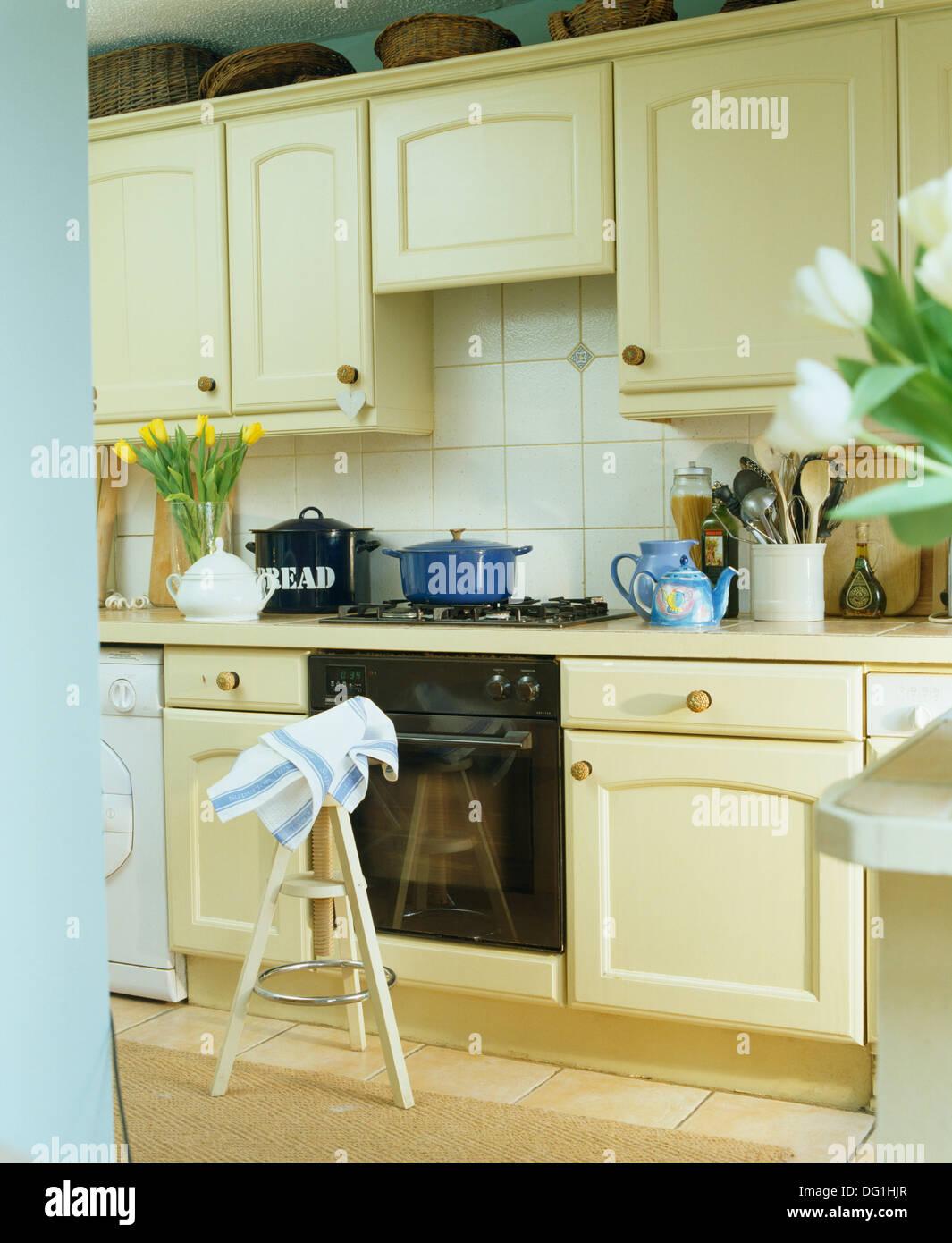 Atemberaubend Blau Küchenwände Mit Sahne Schränke Fotos ...