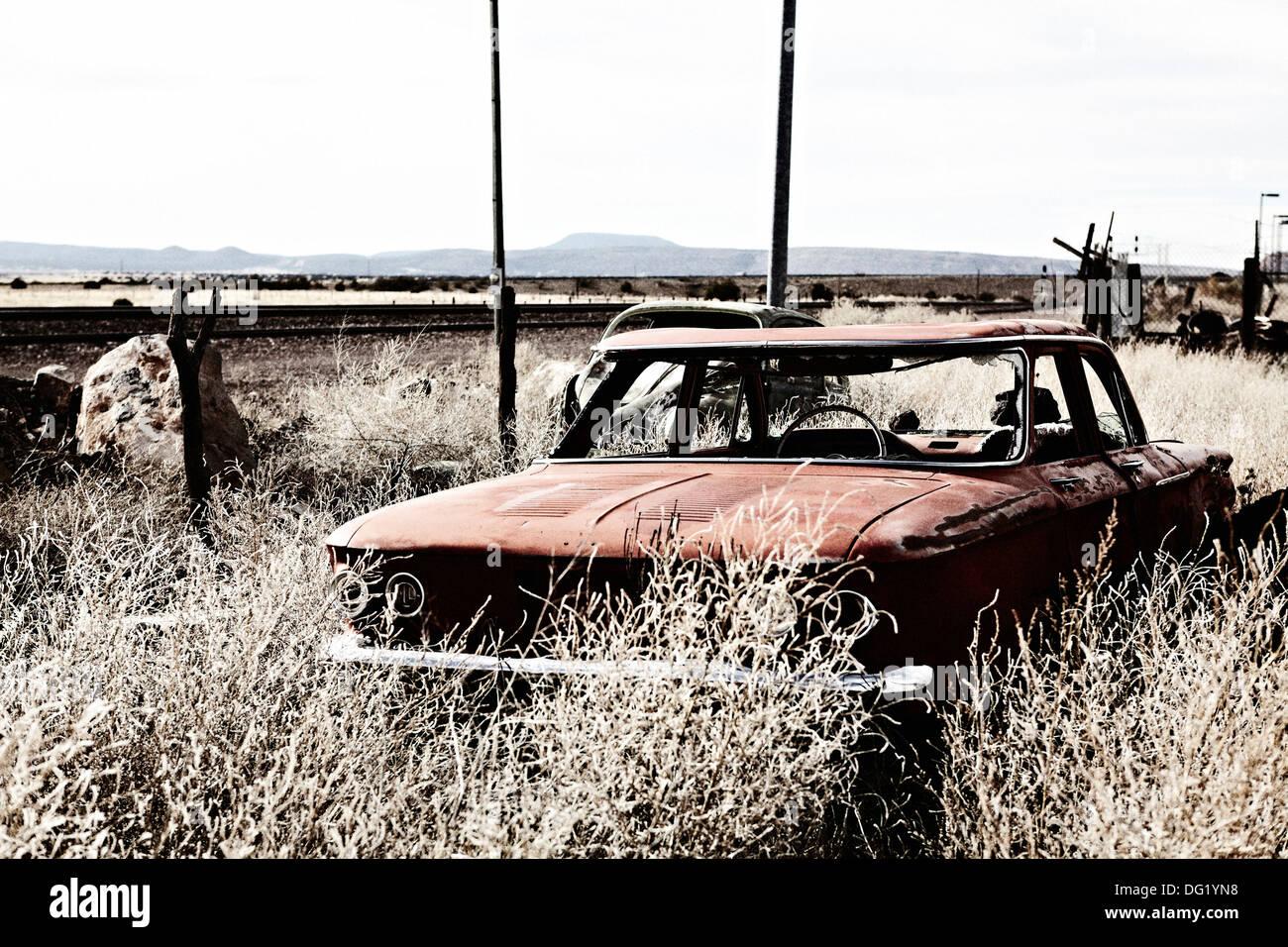 Alte verlassene Autos in der Wüste Stockbild