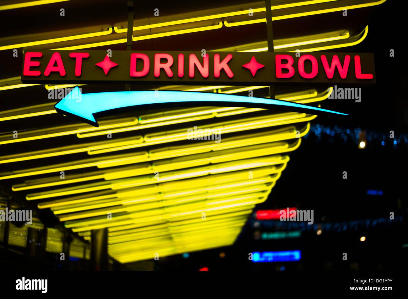 Essen, trinken, Schüssel Leuchtreklame Stockbild