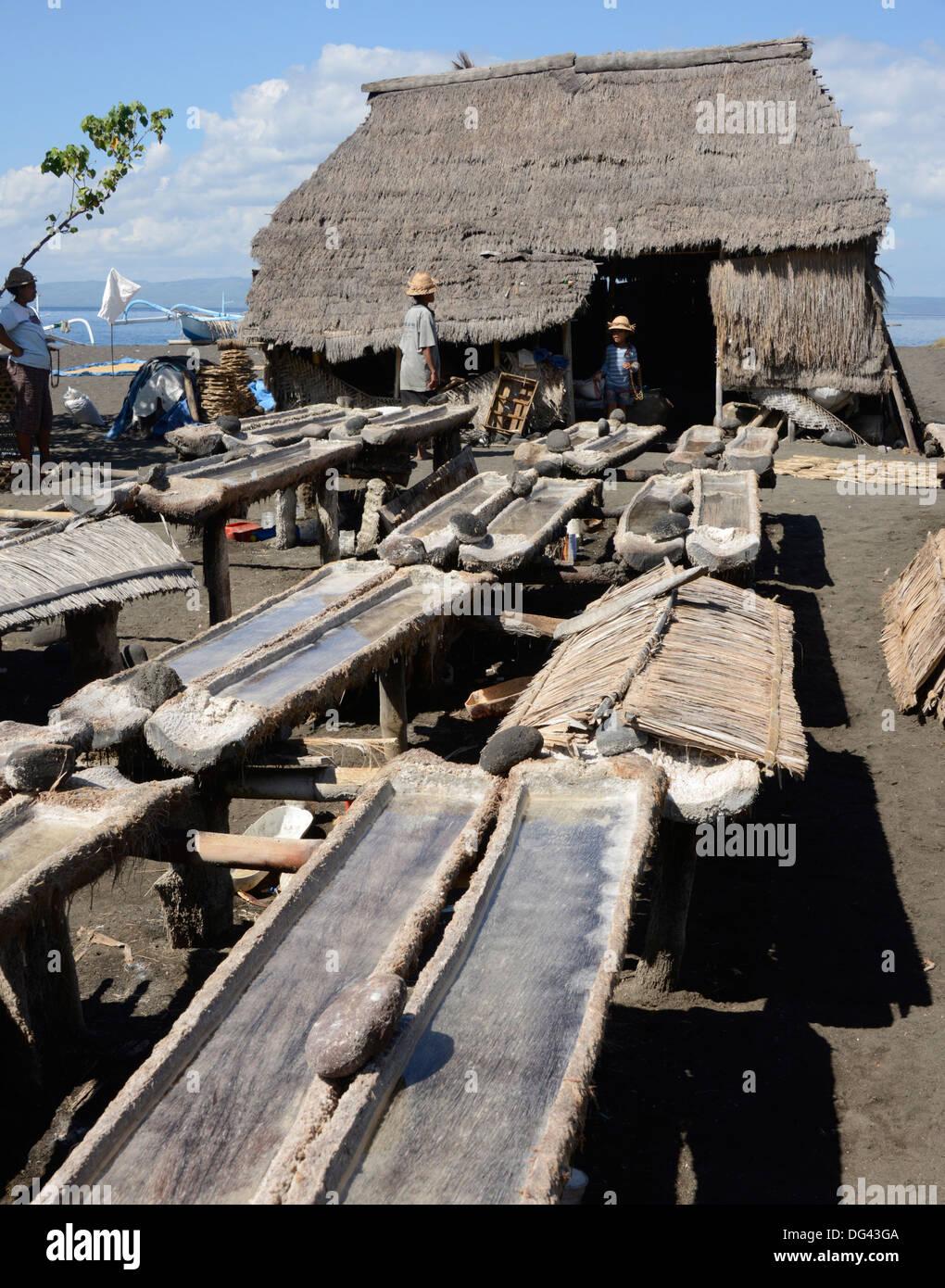 Marine Salzproduktion, Kusamba, Bali, Indonesien, Südostasien, Asien Stockbild