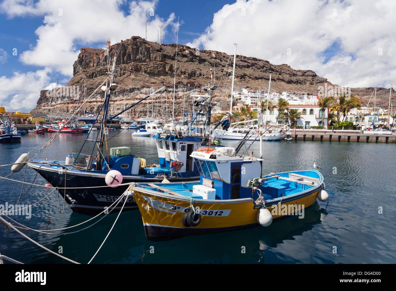 Angelboote/Fischerboote am alten Hafen von Puerto de Mogan, Gran Canaria, Kanarische Inseln, Spanien, Atlantik, Europa Stockbild
