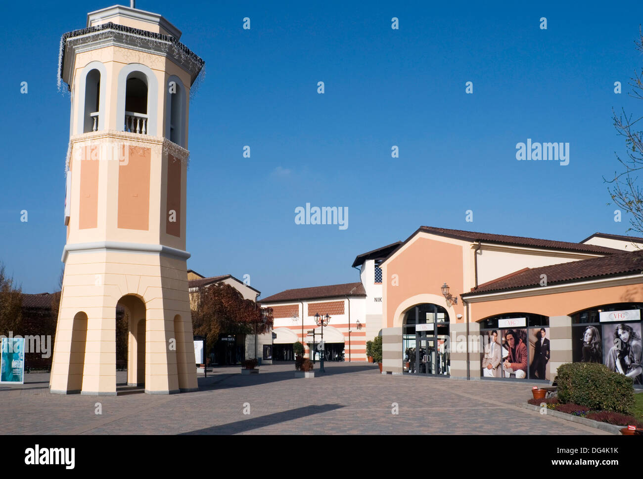 Serravalle Scrivia Outlet Shopping Mall Alessandria Piemont Italien ...