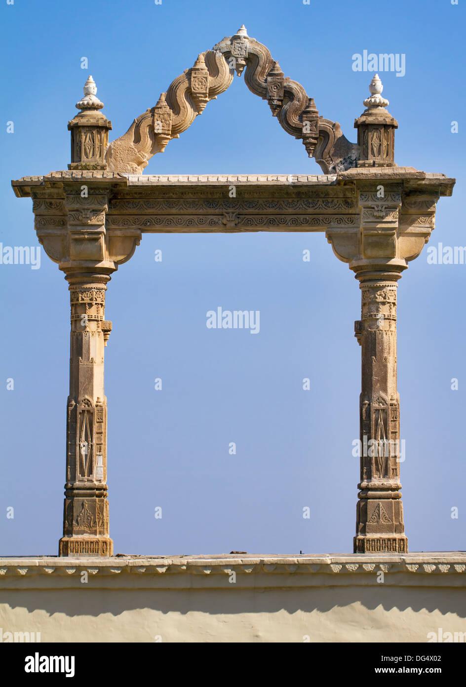 Torbogen im City Palace in Udaipur in Rajasthan im westlichen Indien. Stockbild