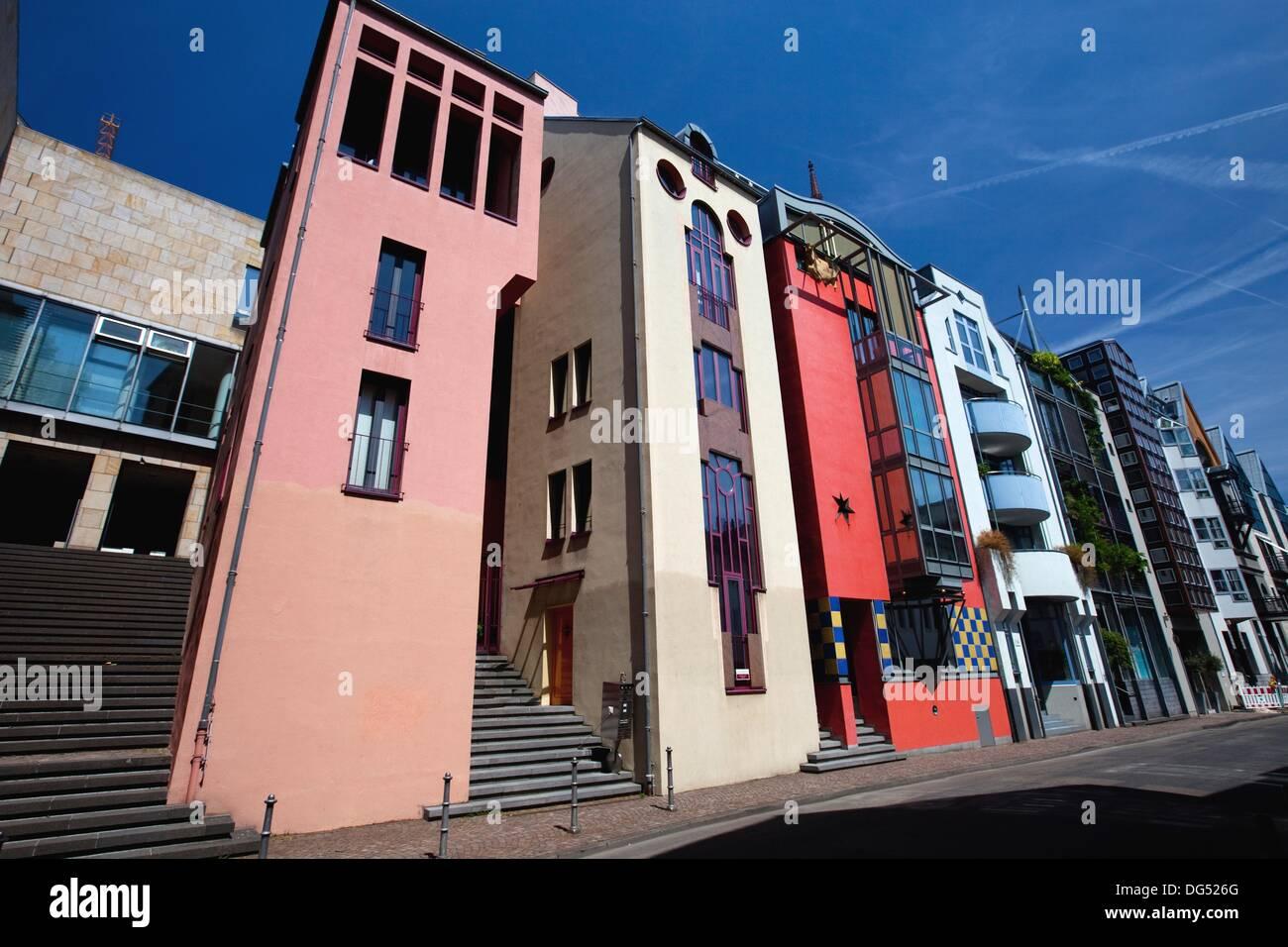 Moderne Häuser entlang der Saalgasse Straße in Frankfurt Am Main ...