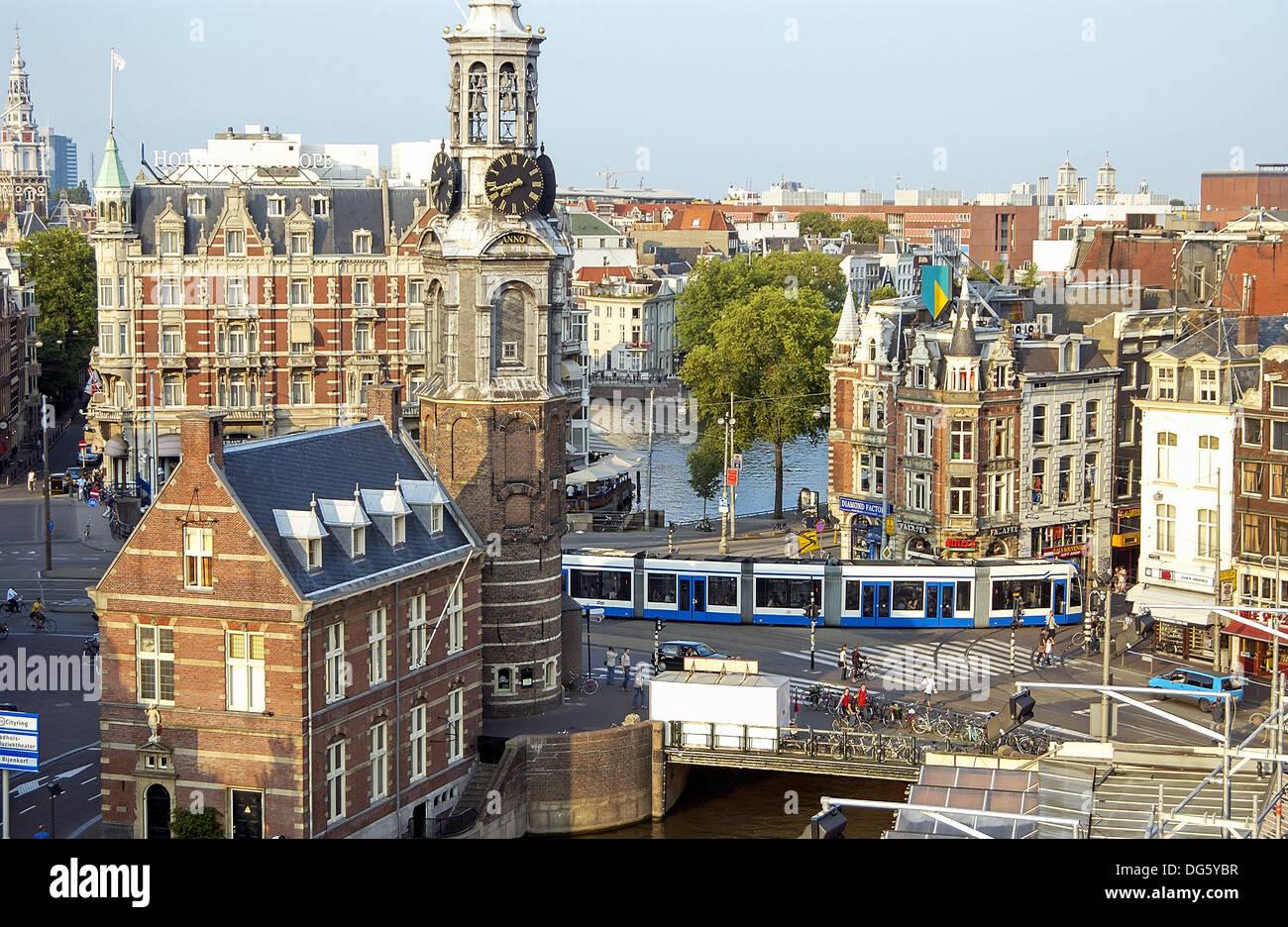 Munttoren (Münzerturm, 1620), Muntplein y Singel-Kanal. Amsterdam. Niederlande Stockbild