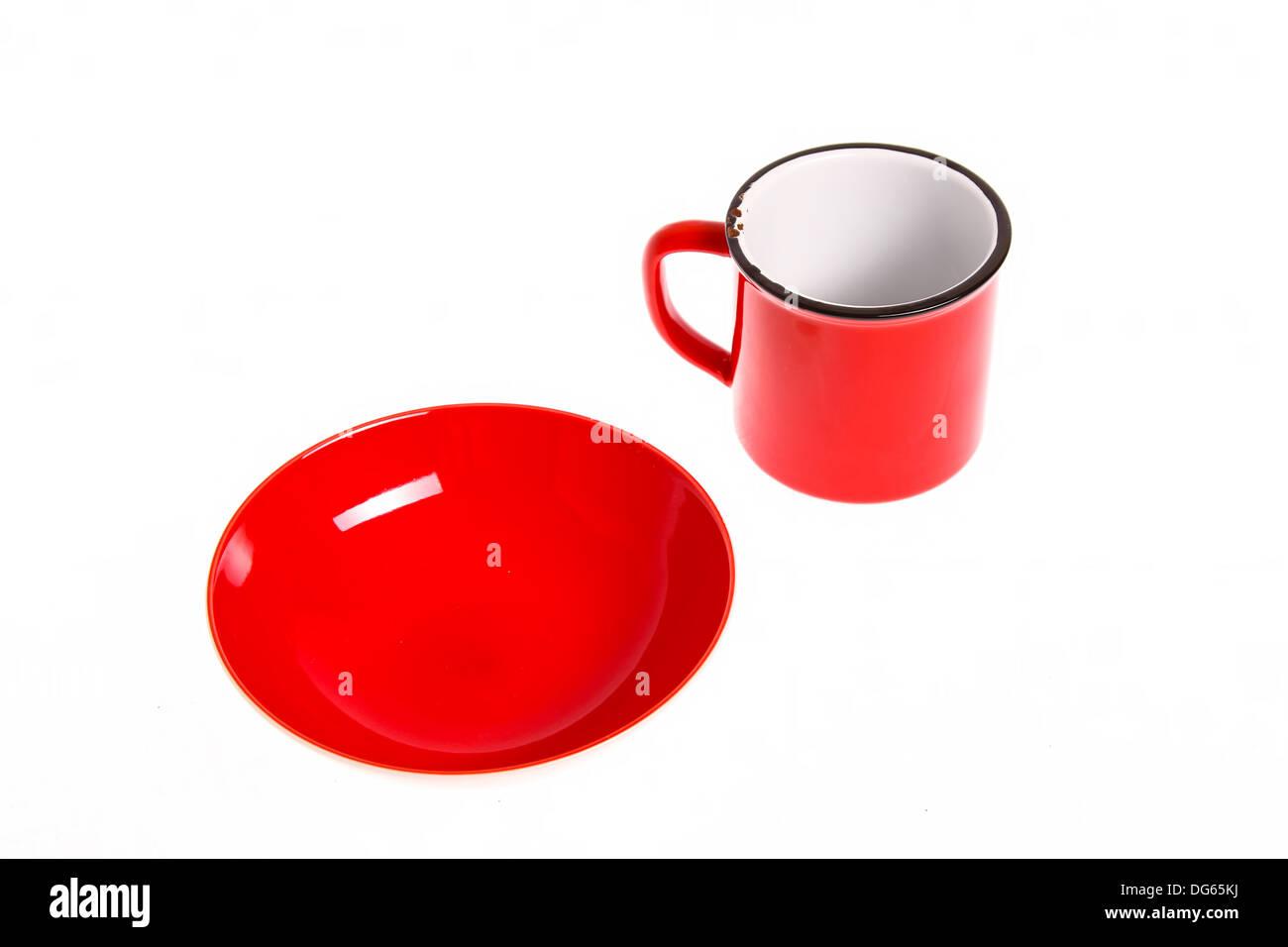 Eine Rote Kaputte Tasse Und Schale Leer Isoliert Stockfoto