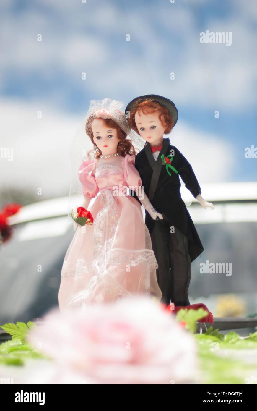 Miniatur-Braut und Bräutigam-Puppen Stockfoto