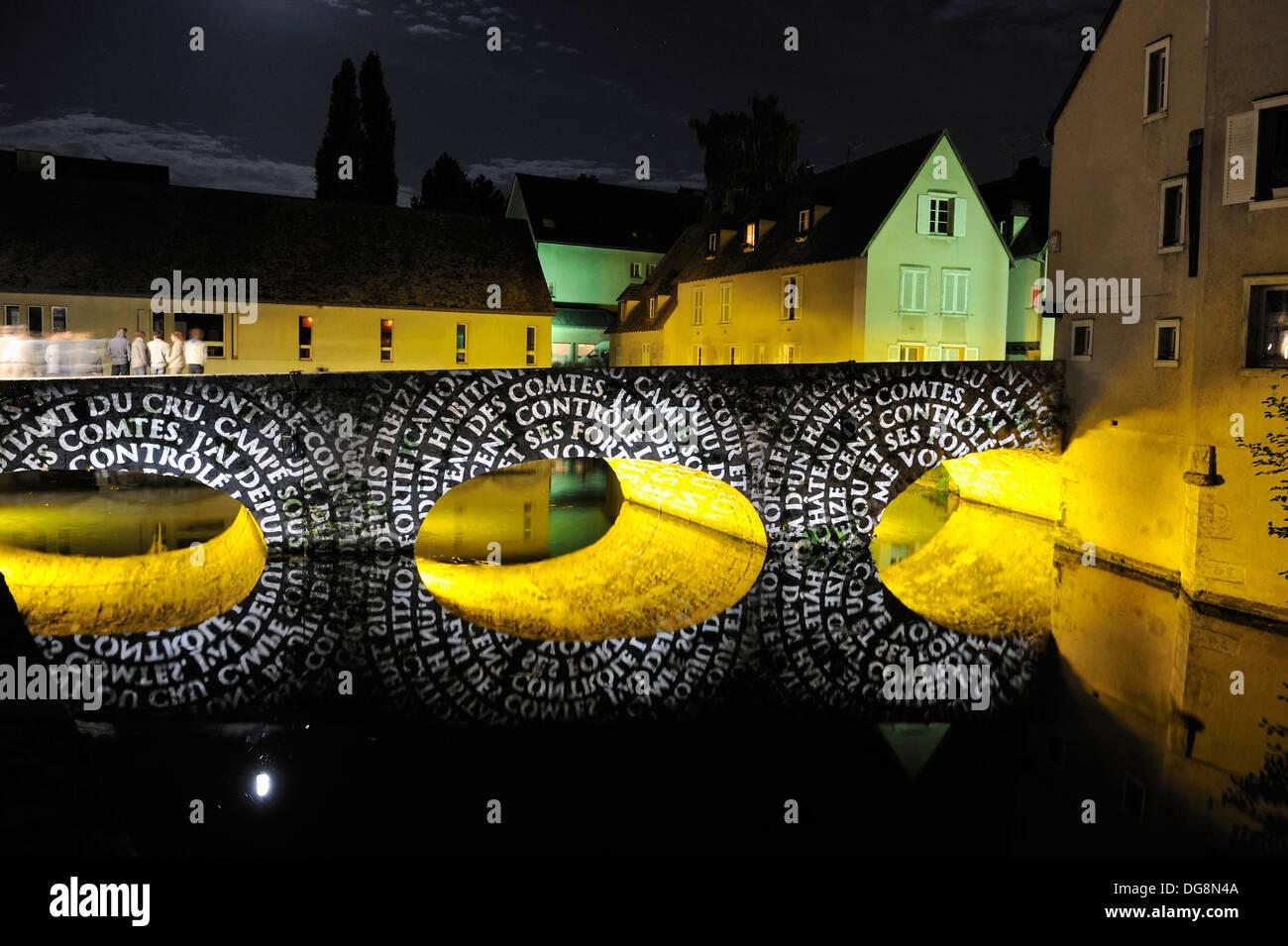 Beleuchtung des Fachbereichs Bouju Brücke, Chartres, Eure-et-Loir Region Centre, Frankreich, Europa Stockbild